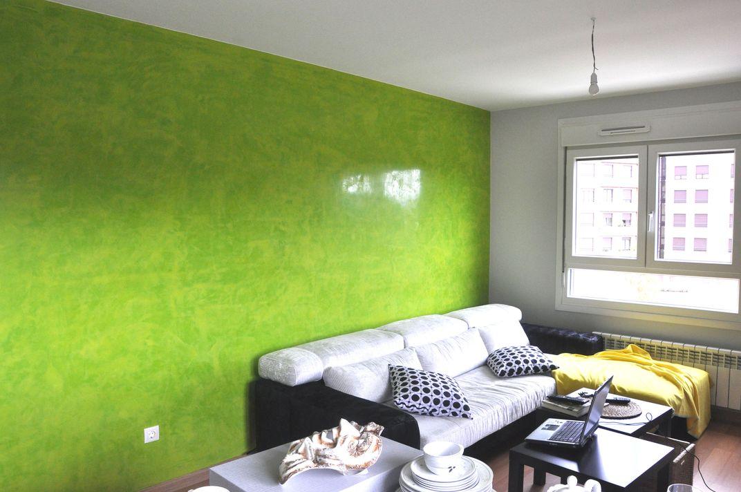 Isaac pintura estuco y otras hierbas for Pintura pared verde