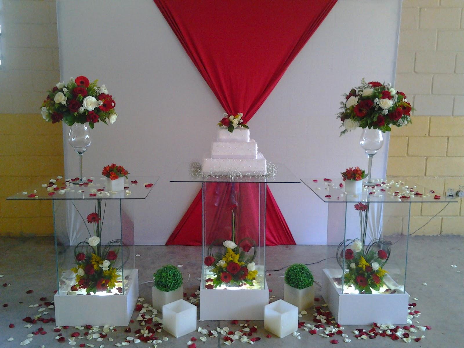 Decoraç u00e3o para Noivado vermelho e Branco -> Decoração De Casamento Simples Com Tnt Vermelho E Branco