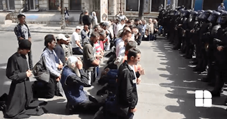 Moldova Creștină TV: Despre altercațiile dintre polițiști și protestatari la Marșul LGBT Chișinău