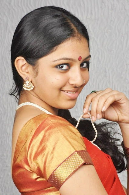 Mobile Girls Tamil Actress Lakshmi Menon Cute Stills Kumki Movie
