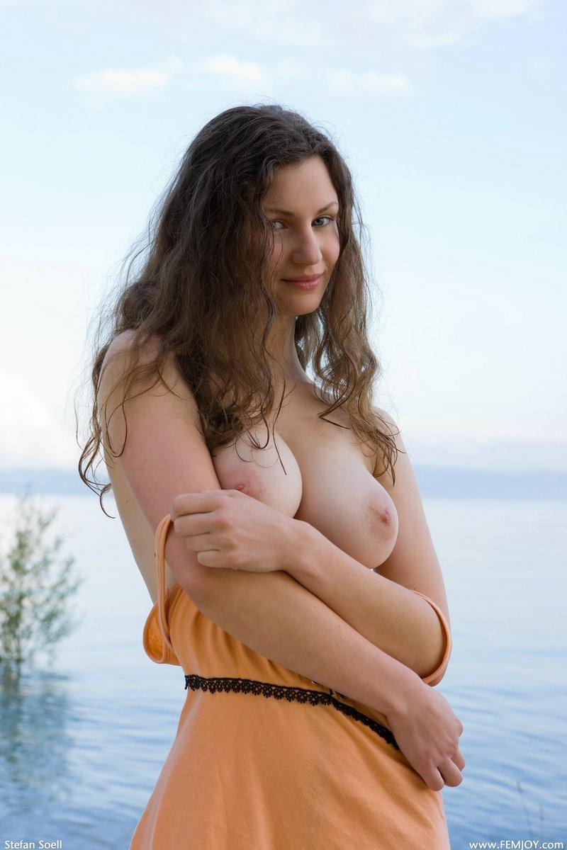 Фото голых девушки отжимается от пола 4 фотография