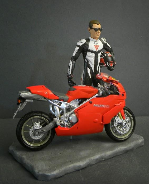 statuine statuette personalizzate statuina regalo motociclista orme magiche