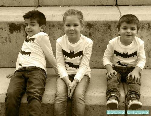 3 niños con la camiseta de murciélagos para Halloween