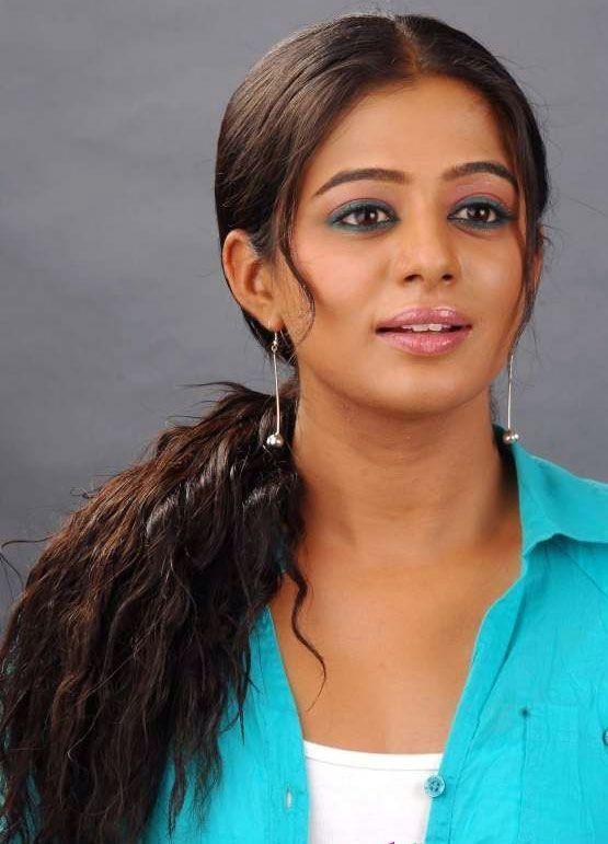 http://1.bp.blogspot.com/-Lc-zFY74lyQ/TfNcPhJiQ5I/AAAAAAAAaAA/oZo_ory2QYc/s1600/tamil-actress-priyamani-cute-stills-2.jpg