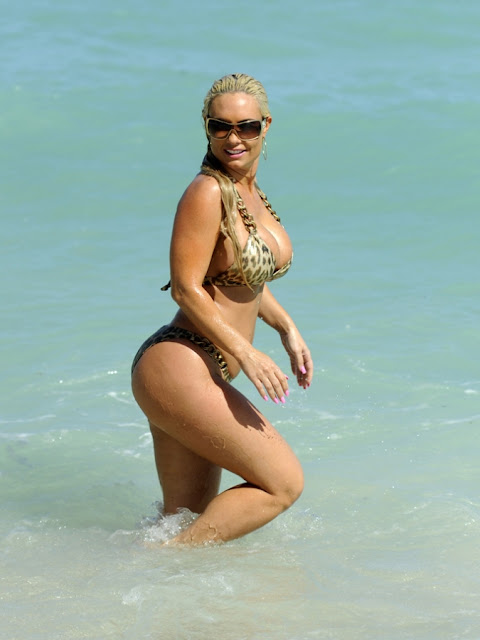 Simply Hot And Sexy: Nicole COCO AUSTIN hits the Beach Again In Skin ...