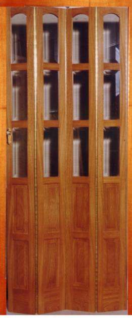 Puertas rebatibles y plegadizas en madera para ahorrar for Puertas para espacios reducidos
