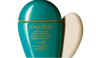 sun protection liquid foundation spf 30 da Shiseido uma base muito eficiente ao proteger a pele dos raios solares e muito à prova de água