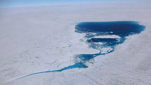 Large melt pool forming on Greenlands Ice Sheet