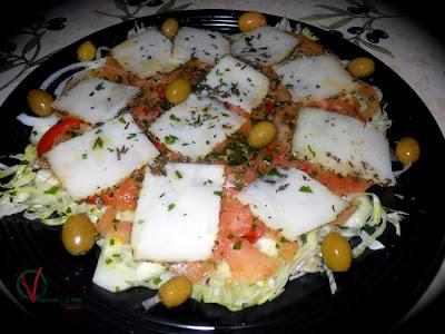 Emplatado del Carpaccio de hortalizas y queso al romero.