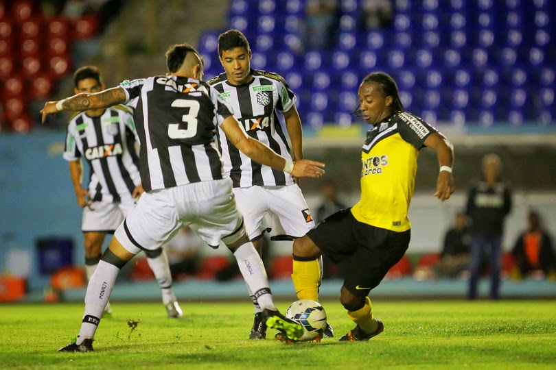 Arouca marca contra Figueirense