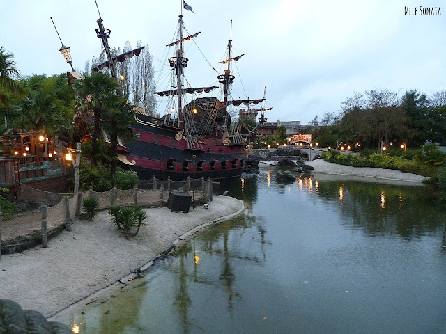 Bateau pirate des caraïbes Disneyland Paris