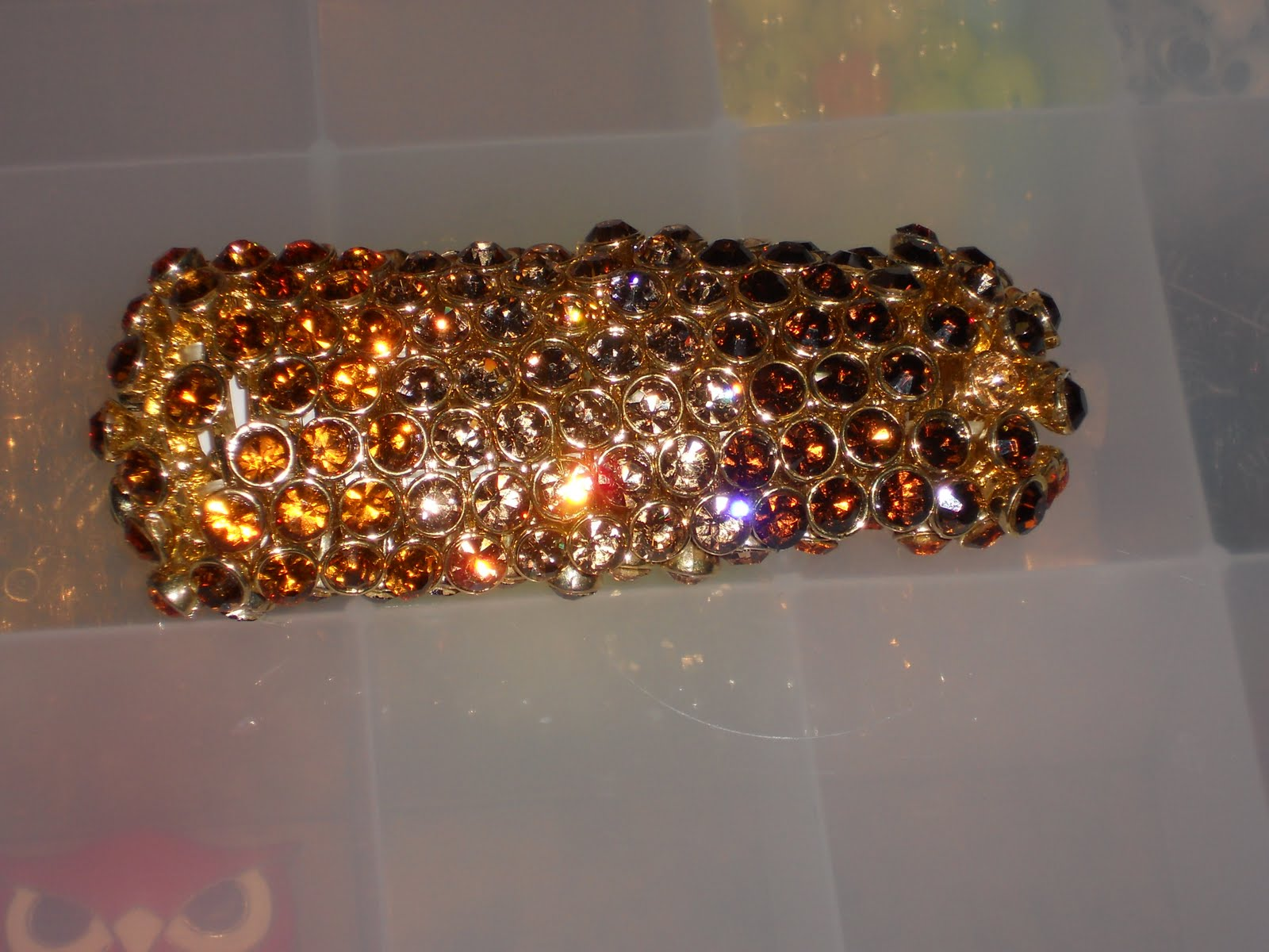 http://1.bp.blogspot.com/-Lct1mp7nhAQ/TbTieAbhTVI/AAAAAAAAAJU/cI-FyI883Qw/s1600/its+a+wrap+burlesque+bracelet.JPG