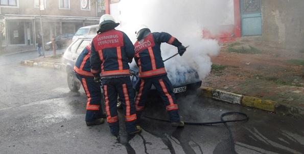 Sancaktepe'de oto yangını