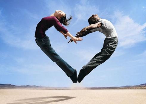 Corazón formado por hombre y mujer