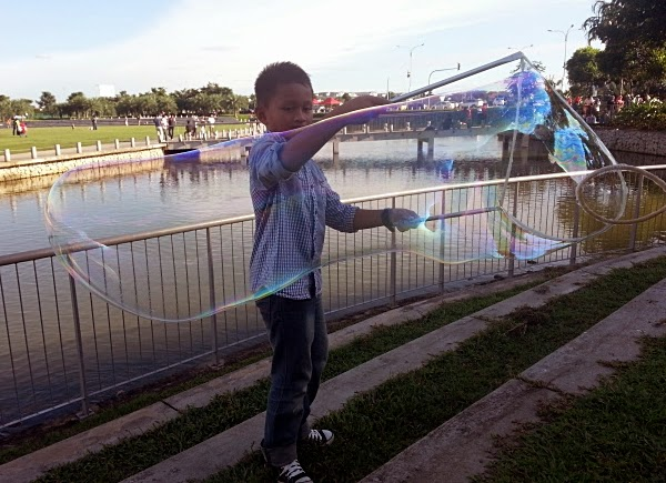 bubbles giant klang