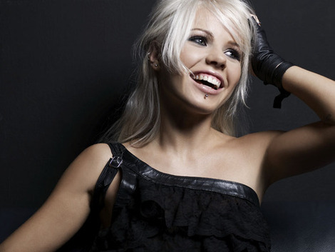 kerli and lip piercing gallery