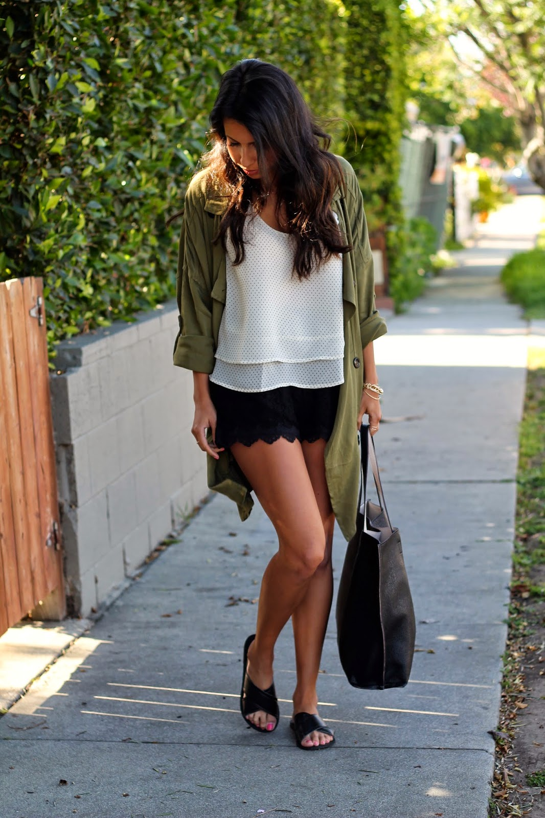 justfab style, how to wear flat sandals, perfect travel bag, venice style, california fashion