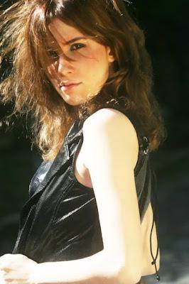 Camilla Uckers, pode lançar 'Não Quero Mais' em espanhol.