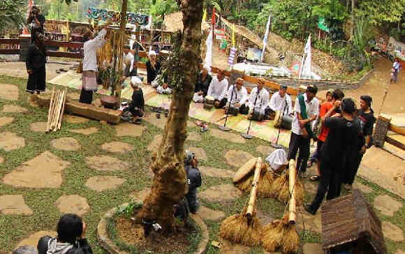 Panen Raya di Kampung Kuta (foto Baltyra.com)