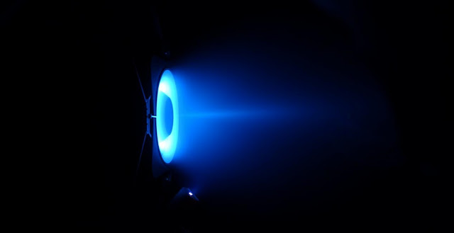 PPS-FLEX firing in wall-less mode in the PIVOINE-2g vacuum chamber. Credit: CNRS/LAPLACE and CNRS/ICARE