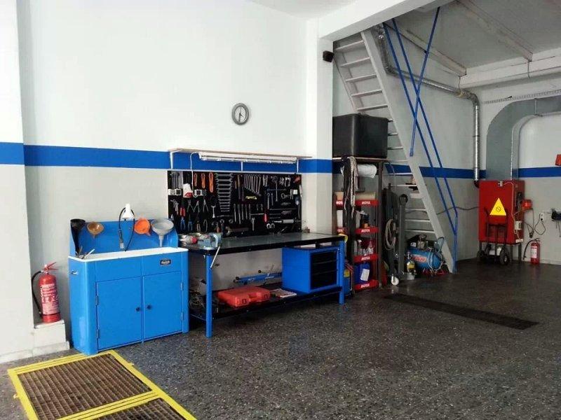 Συνεργείο Αυτοκινήτων στην Σκόπελο