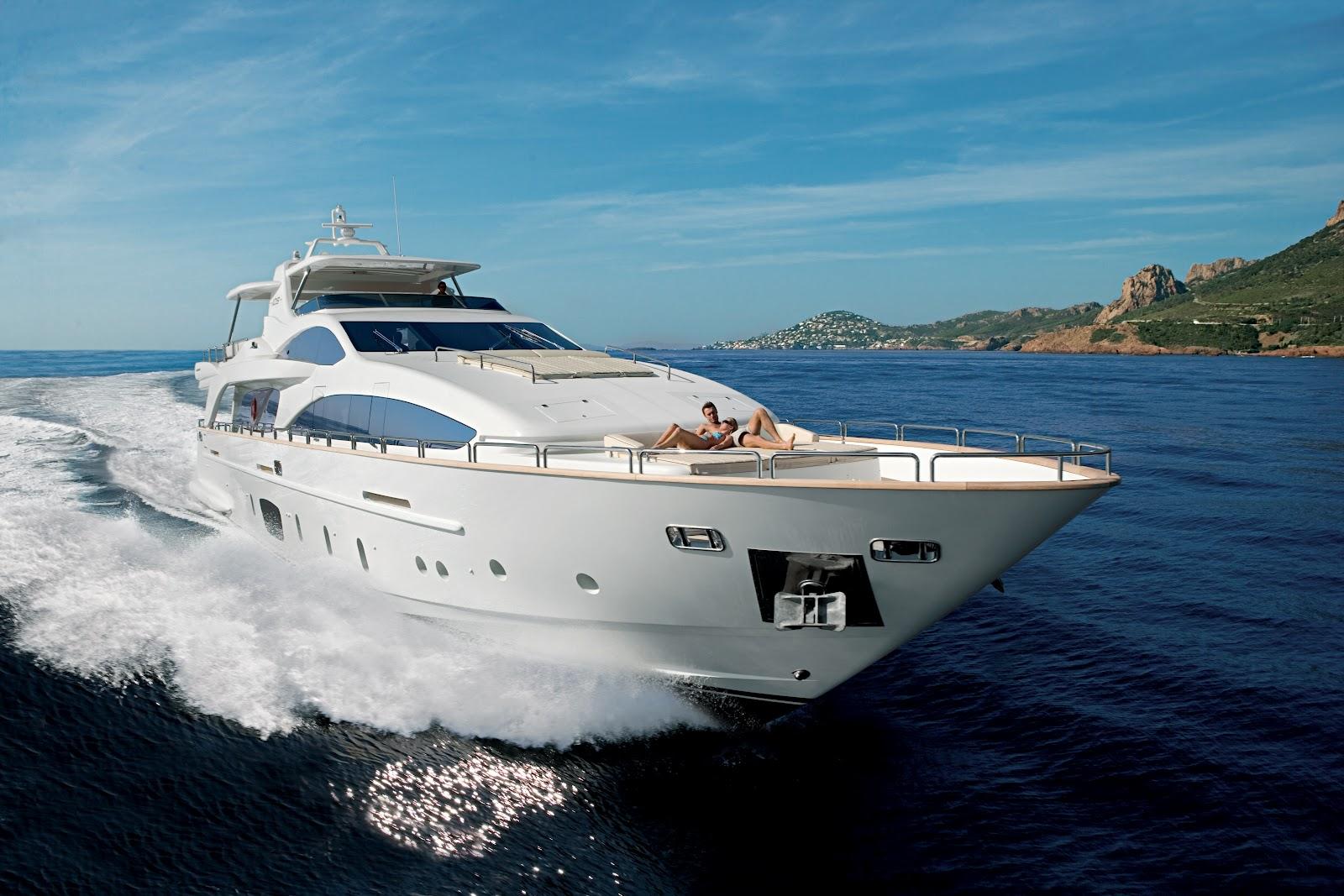 http://1.bp.blogspot.com/-LeUpZk55L5s/UFnCtNZkkrI/AAAAAAAABh8/-HN4Ug5SKas/s1600/Azimut-105-luxury-motor-yacht.jpg