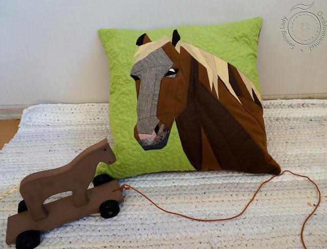 pabertehnika, horse pillow