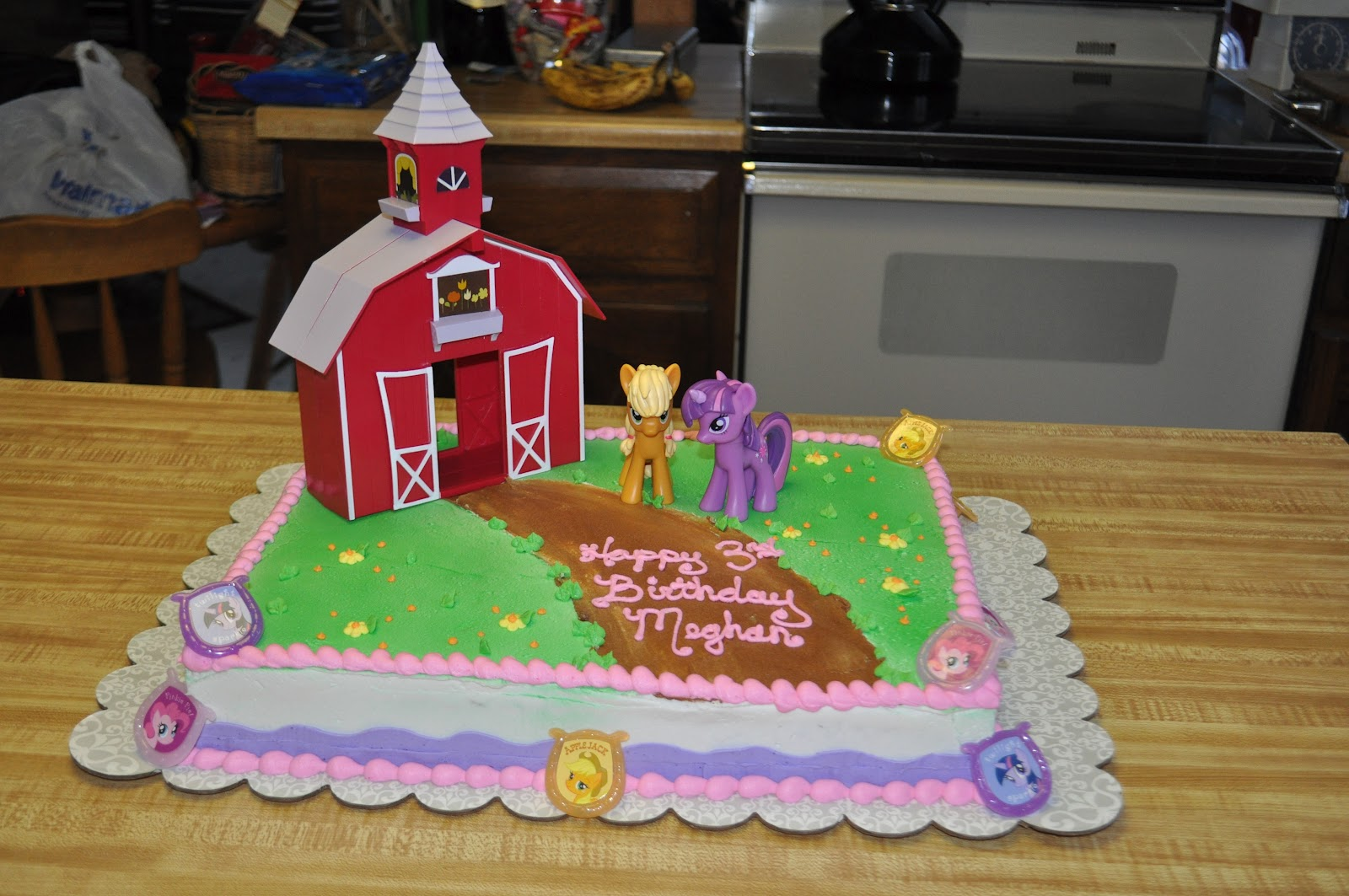 Prison City Cakes Using Bakery Kits on Cakes