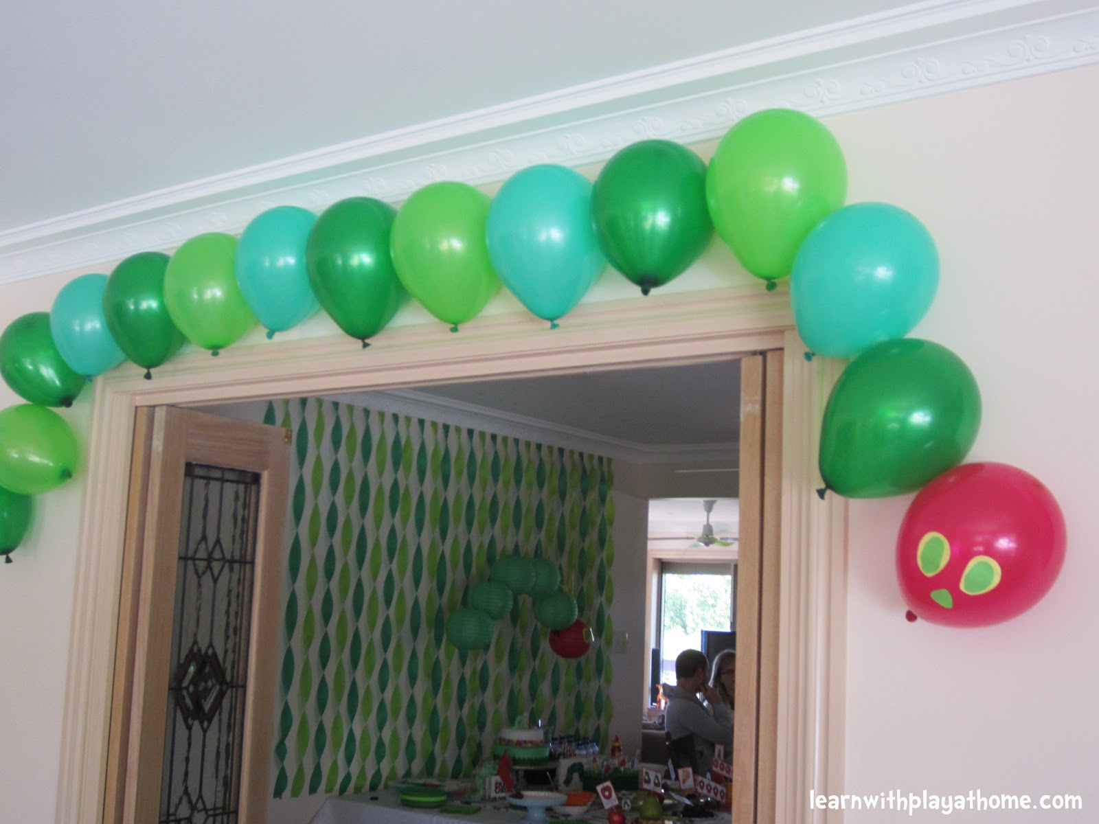Learn with play at home diy party decorations for Balloon decoration on wall for birthday