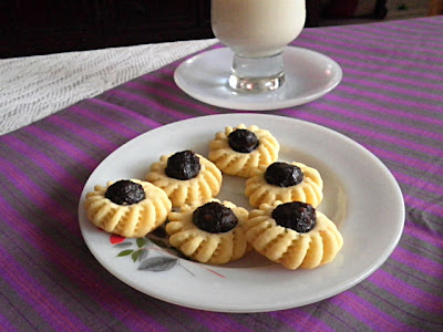 Fruit Tart Recipe @ http://treatntrick.blogspot.com