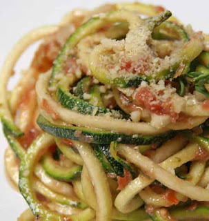 Courgette spaghetti with tomato sauce