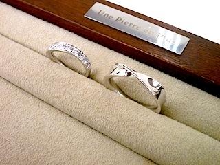 フルオーダーしたマリッジリング(結婚指輪)はひねりのあるデザインで。