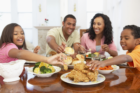 Even without kids, couples eat frequent family meals'