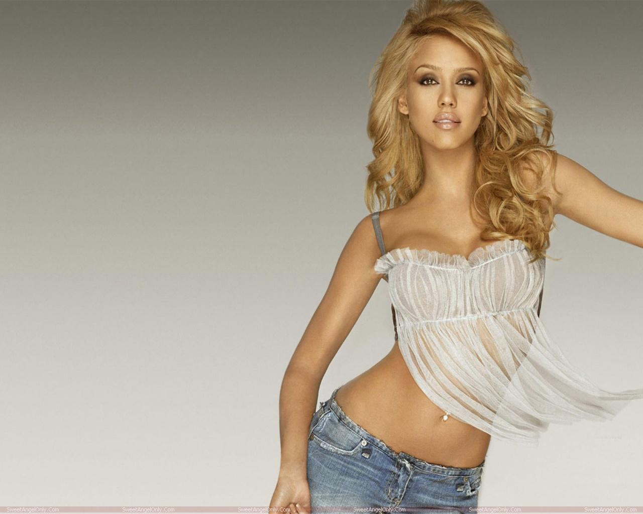 http://1.bp.blogspot.com/-Lg6aM5l3su0/TW5EsNIoNwI/AAAAAAAAE4Y/q5sifSNfnks/s1600/celebrity_jessica_alba_hot_photo_shoot_in_bikini_sweetangelonly_10.jpg