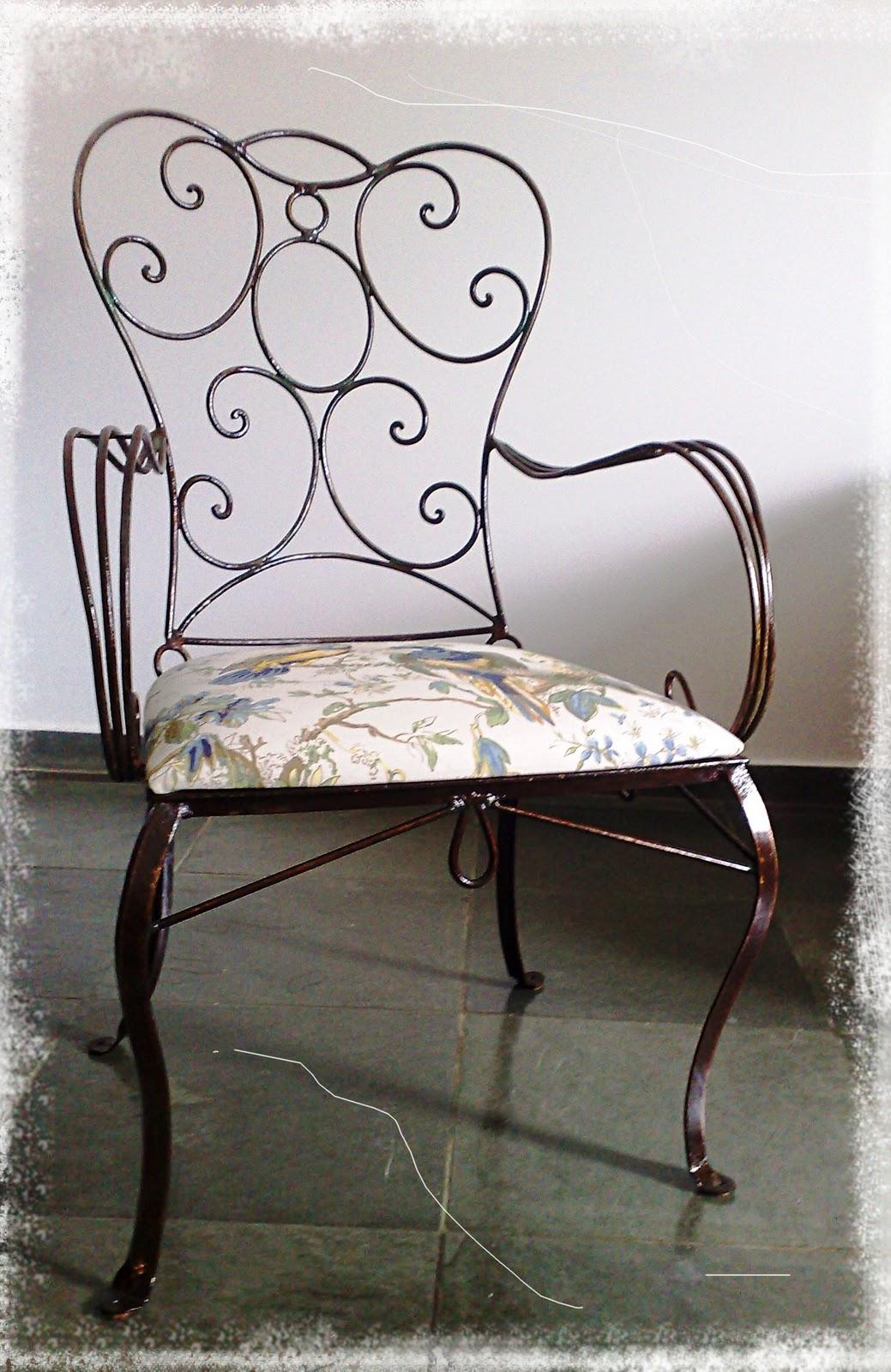 Cadeira de ferro oxidada e protegida com verniz. #776A54 1039x1600