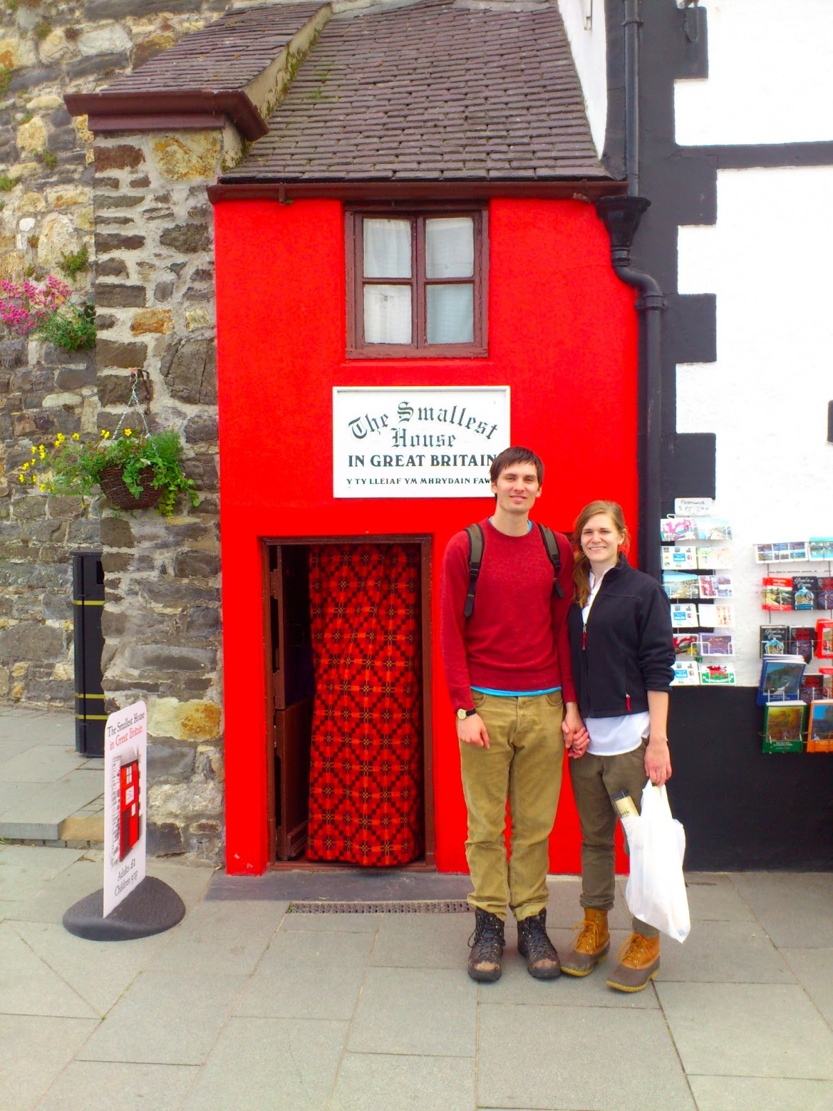 Peregrinations of njm conwy the smallest house in britain for The smallest house