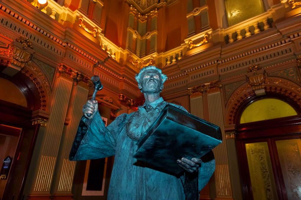 Le Pub, Sydney gets Napoleon living statue by Human Statue