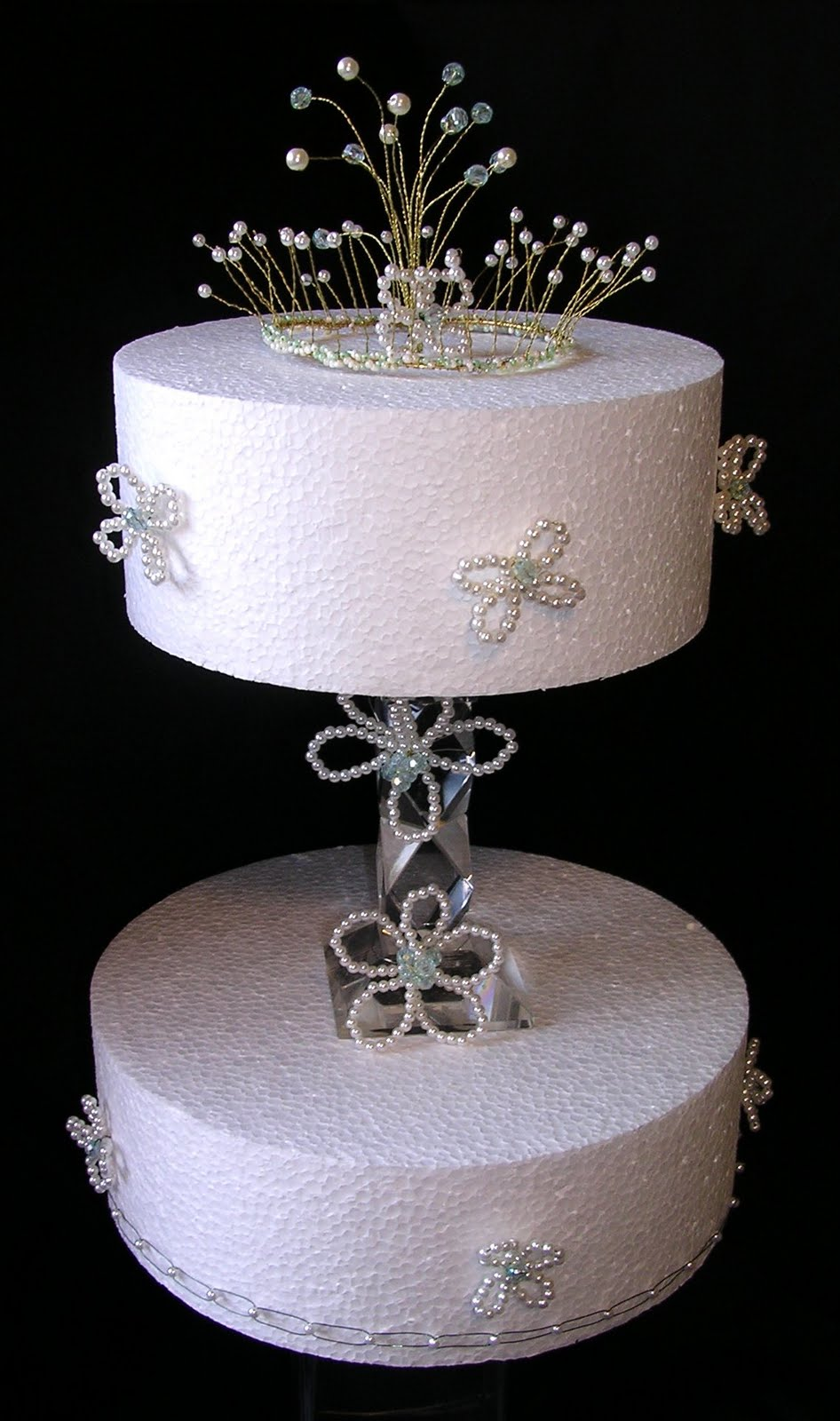 Split Tiered Cake With Crystal Support The Deatailing On The Cake