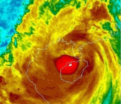 Taifun NESAT erzeugt Sturm- und Hurrikanbedingungen über Hainan, Südchina und Vietnam, Taifun Typhoon, Taifunsaison, 2011, aktuell, Nesat, China, Vietnam, Hainan, Pazifik, Satellitenbild Satellitenbilder, September,
