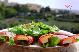 Involtini di bresaola sfiziosi con verdure e formaggi