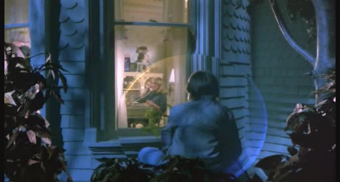 Explorers nuovo cinema guaglione l 39 antro atomico del dr manhattan - Spiare dalla finestra ...