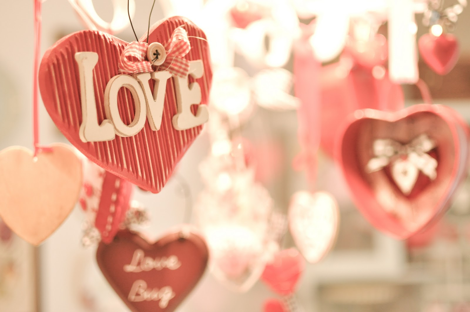 Valentine home decorations decorating ideas for Decorate for valentines day