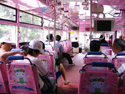 El autobús de Hello Kitty por dentro