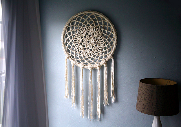 Crochet Patterns Dreamcatchers : Usually dreamcatchers are small and delicate, but I love this super ...