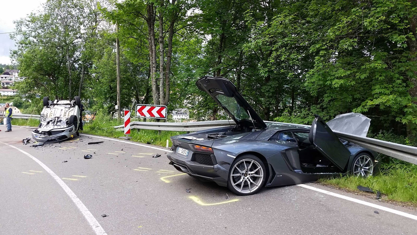 Crash splits Lamborghini in two