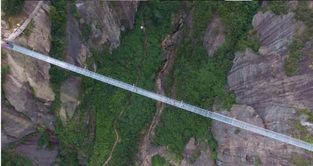 Ngerinya Jembatan Kaca Sejauh 400 M di Tiongkok, Ini Foto-fotonya