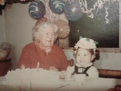 Madre de Evelina, Sra. Thala Cortés y nieta Paulina (foto archivo)