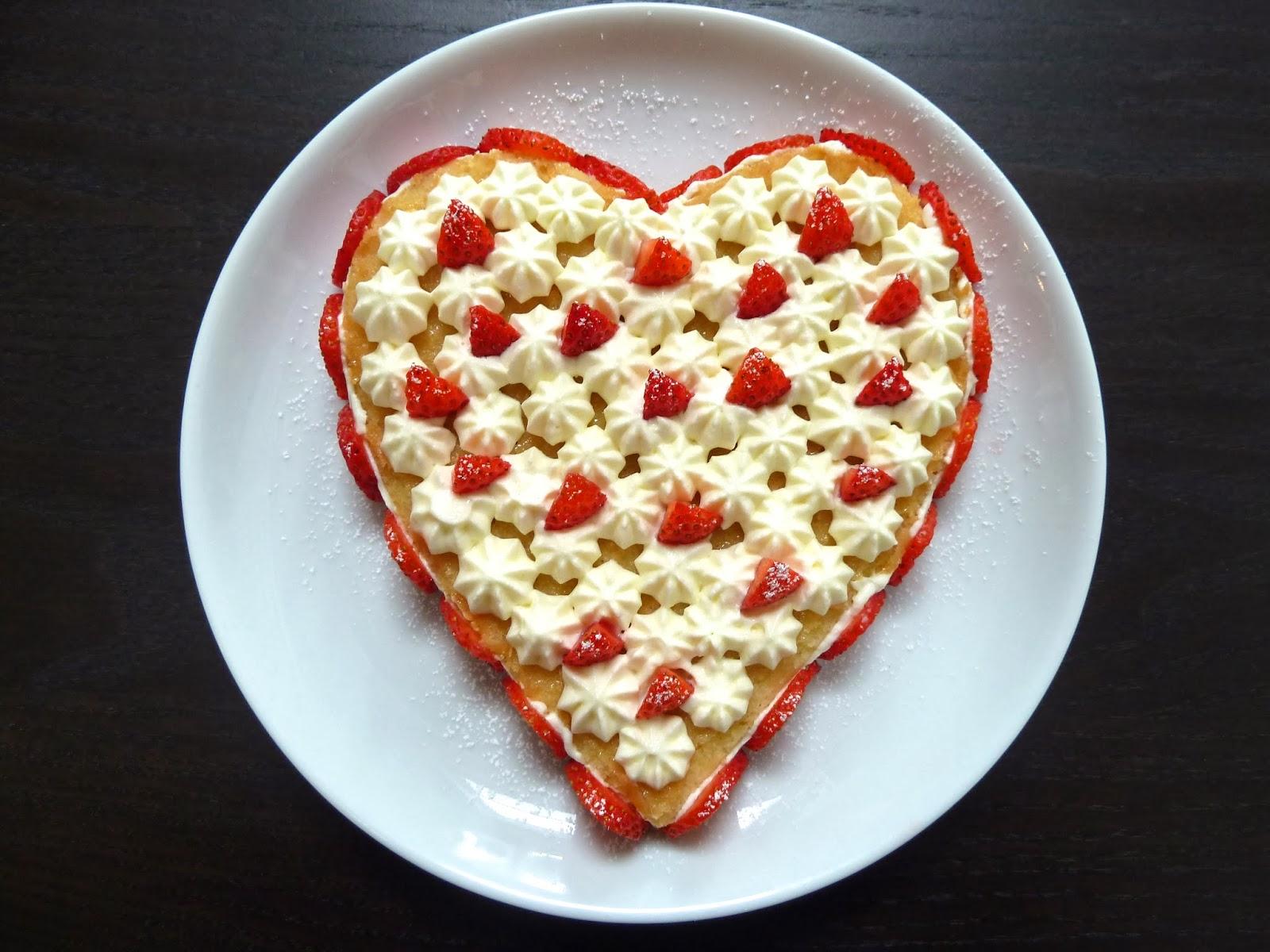 Corazón de fresas con nata