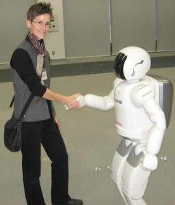 robot saludo humano