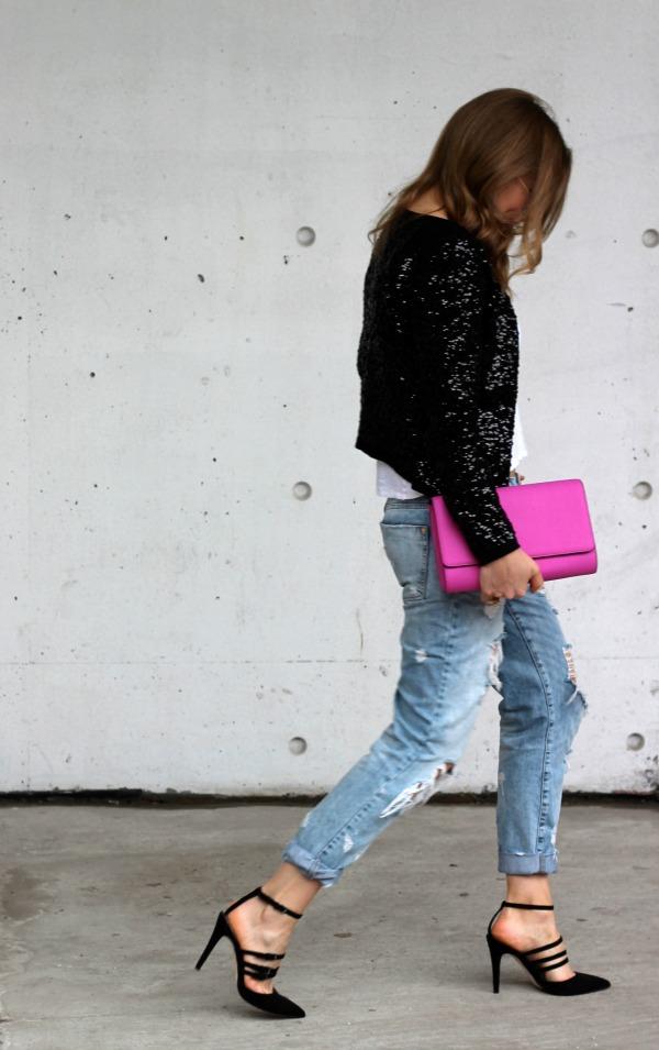 sara-ripped-jeans.jpg